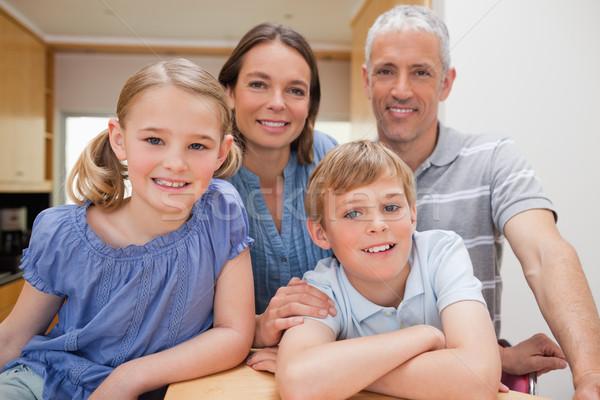 семьи позируют кухне глядя камеры дома Сток-фото © wavebreak_media