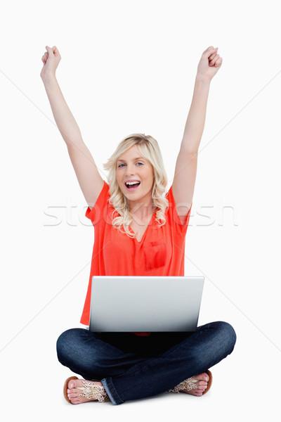 Aantrekkelijke vrouw armen boven hoofd vergadering laptop Stockfoto © wavebreak_media