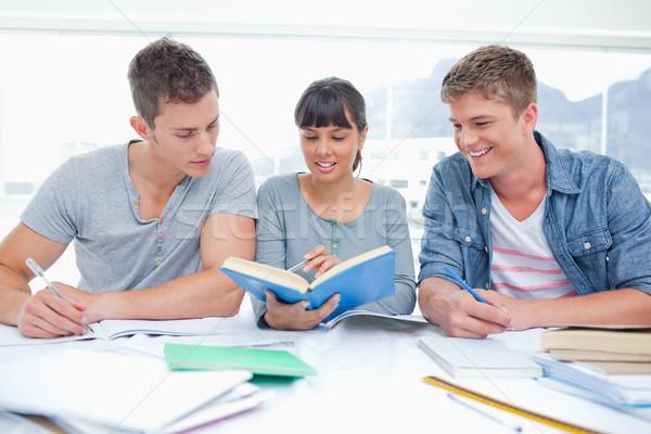 Stock foto: Paar · männlich · Studenten · weiblichen · Studenten · helfen