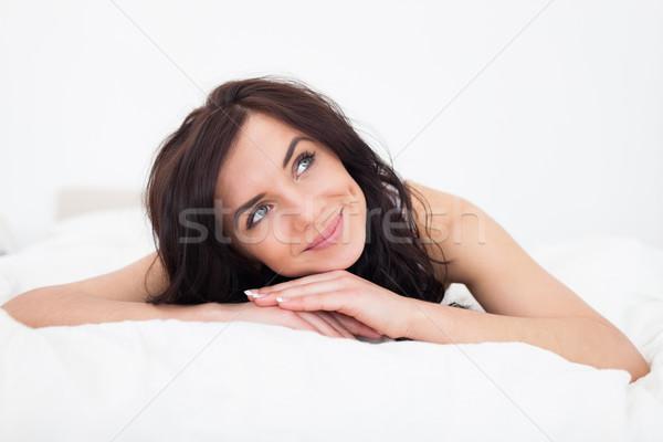 Pacifica bruna donna coperta camera da letto mani Foto d'archivio © wavebreak_media