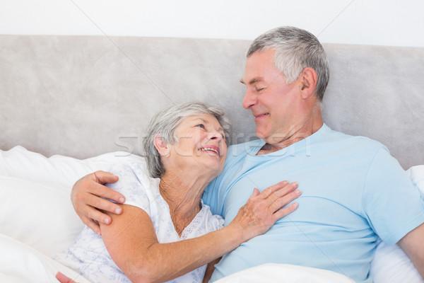 Senior homem olhando esposa cama amoroso Foto stock © wavebreak_media