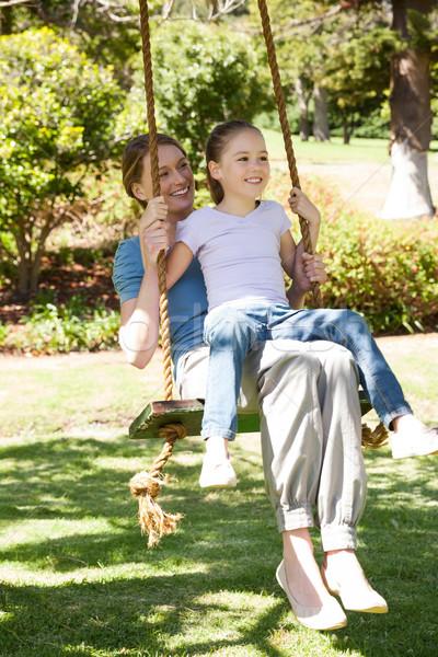 счастливым матери дочь сидят Swing парка Сток-фото © wavebreak_media