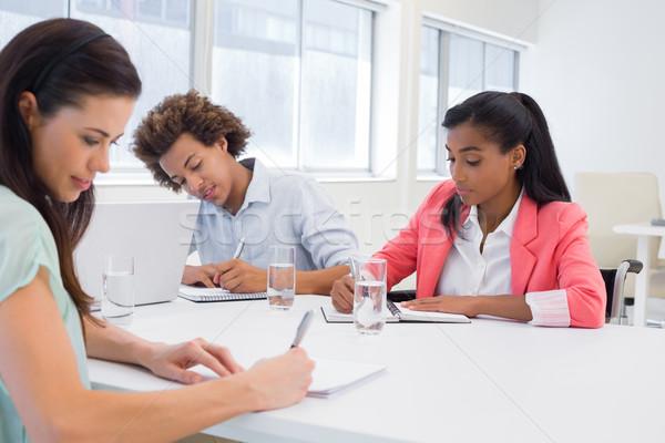 привлекательный деловые люди рабочих планов женщину счастливым Сток-фото © wavebreak_media