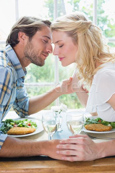 Foto stock: Bonitinho · afetuoso · casal · refeição · juntos · casa