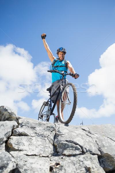 Montare uomo ciclismo terreno Foto d'archivio © wavebreak_media