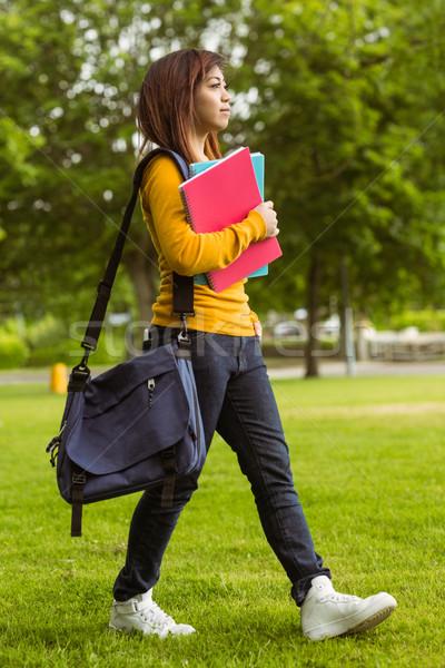 女性 大学生 図書 徒歩 公園 側面図 ストックフォト © wavebreak_media