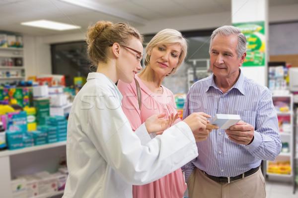 Gyógyszerész vásárlók beszél gyógyszer gyógyszertár nő Stock fotó © wavebreak_media