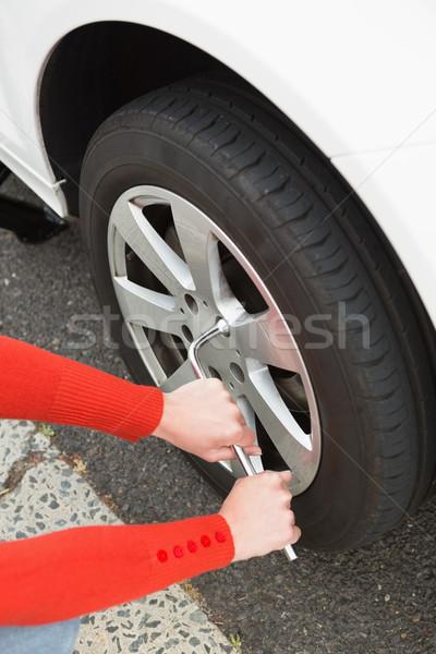 Kobieta opon samochodu życia naprawy opony Zdjęcia stock © wavebreak_media