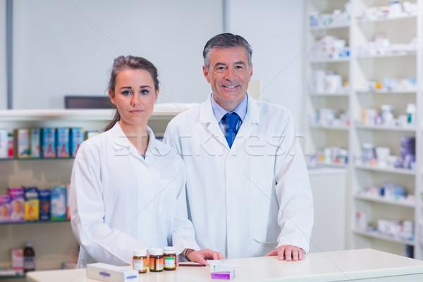 Farmacêutico estagiário olhando câmera farmácia médico Foto stock © wavebreak_media