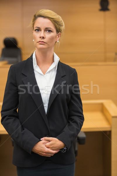 Poważny adwokat patrząc kamery sąd pokój Zdjęcia stock © wavebreak_media