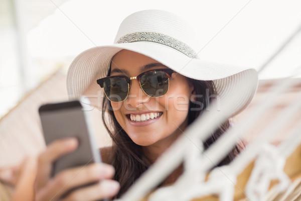 Сток-фото: довольно · брюнетка · расслабляющая · гамак · мобильного · телефона