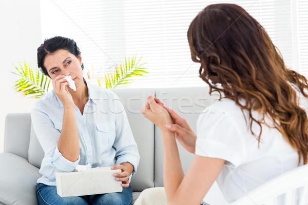 Deprimido mujer hablar terapeuta blanco estrés Foto stock © wavebreak_media