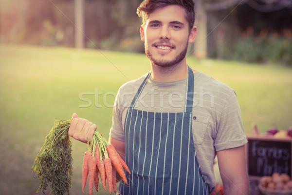 красивый фермер морковь таблице Сток-фото © wavebreak_media