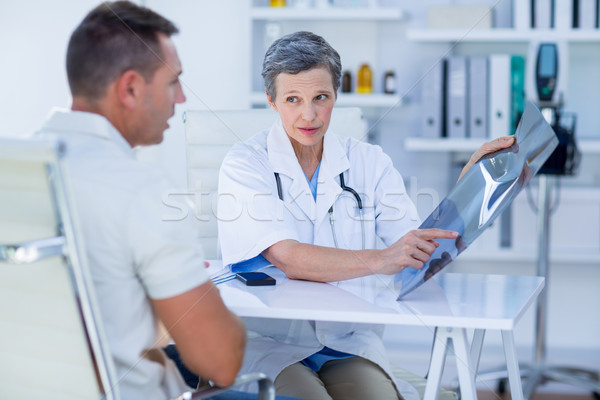 Orvos mutat sugarak beteg orvosi iroda Stock fotó © wavebreak_media