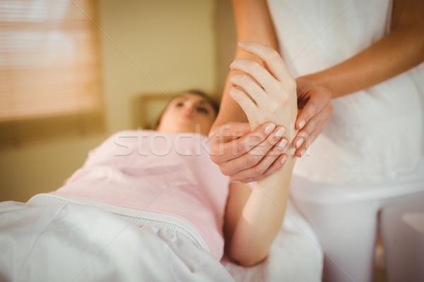 Mano massaggio terapia stanza donna Foto d'archivio © wavebreak_media