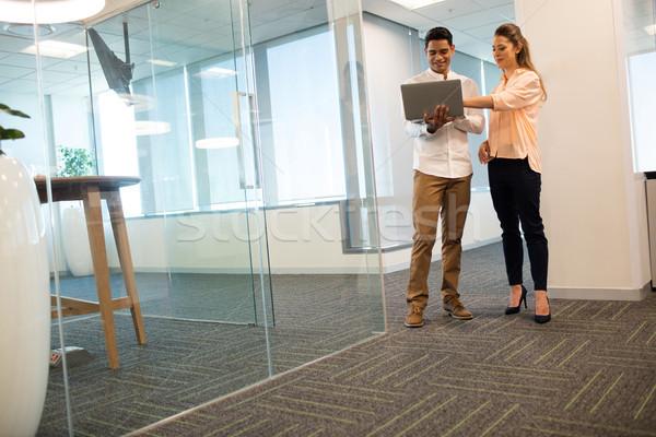 Zakenlieden met behulp van laptop moderne kantoor computer Stockfoto © wavebreak_media