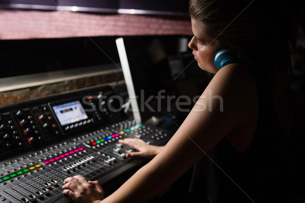 Femenino de audio ingeniero sonido mezclador Foto stock © wavebreak_media