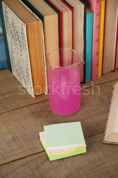 Libros químicos vaso notas adhesivas azul Foto stock © wavebreak_media