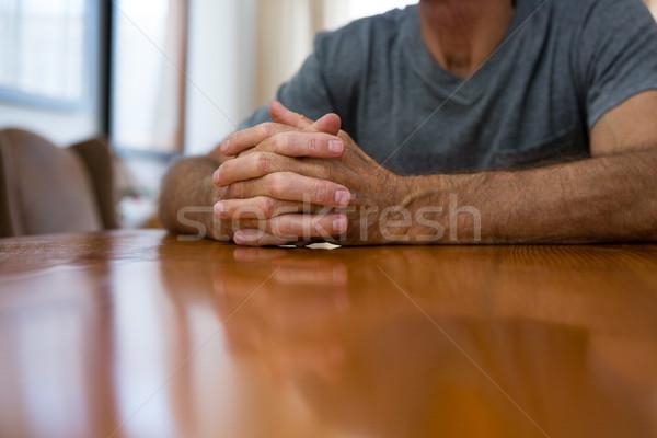 Senior man vergadering tabel verpleeginrichting papier Stockfoto © wavebreak_media