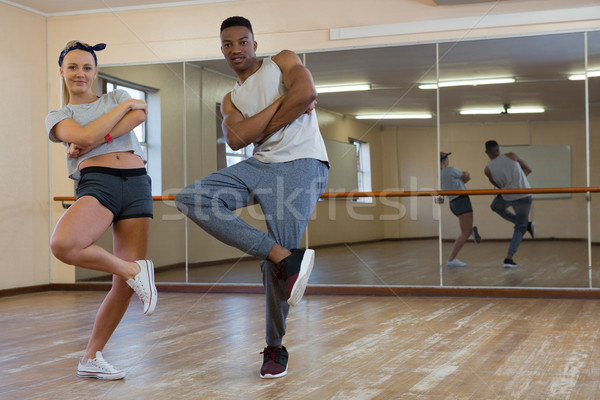 Retrato amigos dançar espelho Foto stock © wavebreak_media