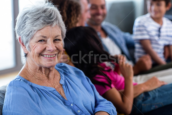 Portret senior vrouw glimlachen familie vergadering vrouw Stockfoto © wavebreak_media