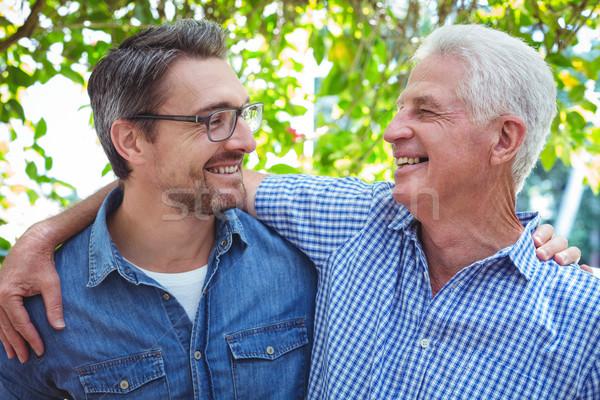 Père en fils bras autour permanent extérieur Photo stock © wavebreak_media
