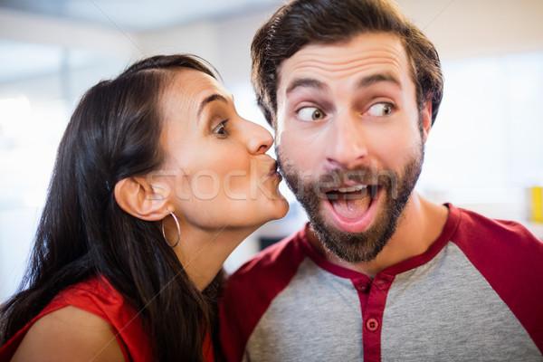 Vrouw kus wang man computer gelukkig Stockfoto © wavebreak_media