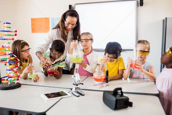 Leerlingen wetenschap leraar klas meisje kind Stockfoto © wavebreak_media
