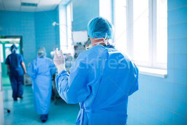 Vue arrière chirurgien marche opération chambre hôpital Photo stock © wavebreak_media
