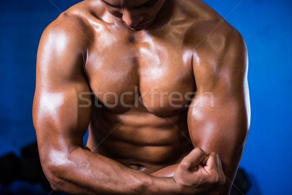 Izmos póló nélkül férfi tornaterem mosolyog düh Stock fotó © wavebreak_media