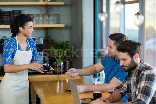 Cameriera Cup caffè cliente cafe Foto d'archivio © wavebreak_media