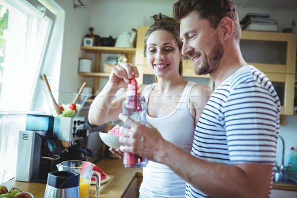 Sorridere Coppia anguria cucina home Foto d'archivio © wavebreak_media