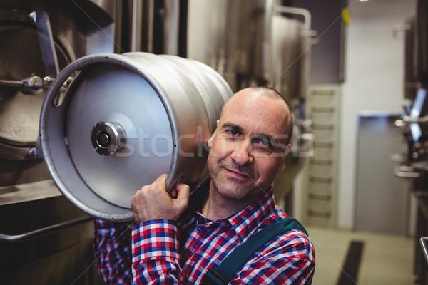 Férfi gyártó hordoz portré férfi sör Stock fotó © wavebreak_media