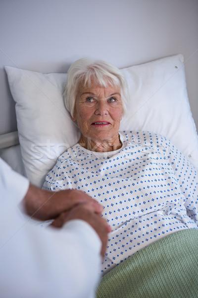 Foto stock: Médico · examinar · altos · paciente · mujer · hospital