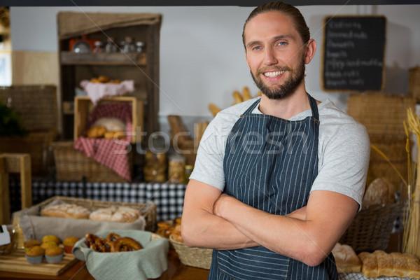 Portré mosolyog férfi személyzet áll keresztbe tett kar Stock fotó © wavebreak_media