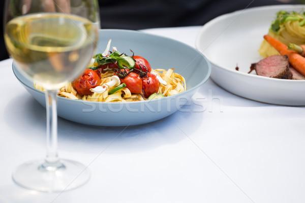 Lunch wijnglas eettafel restaurant glimlach glas Stockfoto © wavebreak_media