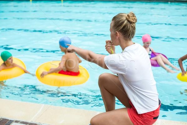 Salvavidas ninos piscina nina feliz de trabajo Foto stock © wavebreak_media
