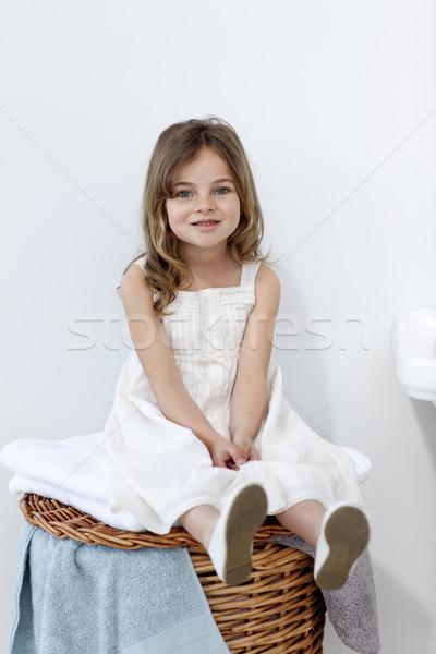 Kislány ül fürdőszoba mosolyog kamera nő Stock fotó © wavebreak_media