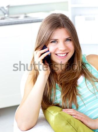 Mujer bonita texto piso casa sonrisa Foto stock © wavebreak_media