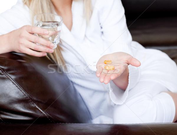 Mujer medicina blanco agua mano Foto stock © wavebreak_media