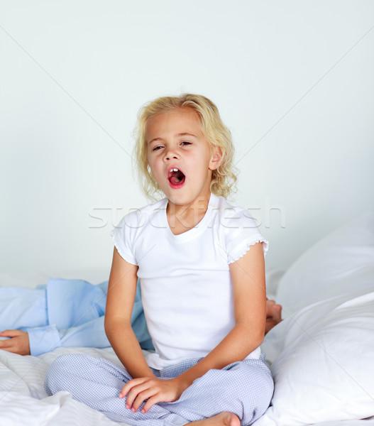 Little girl sessão cama cabelo dormir Foto stock © wavebreak_media