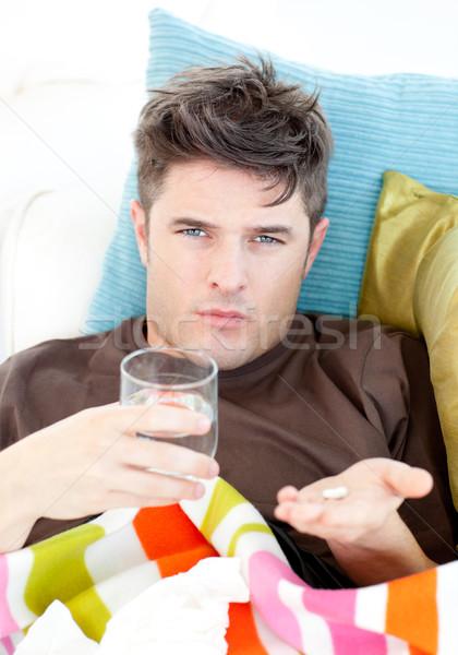 Enfermos caucásico hombre pastillas agua Foto stock © wavebreak_media