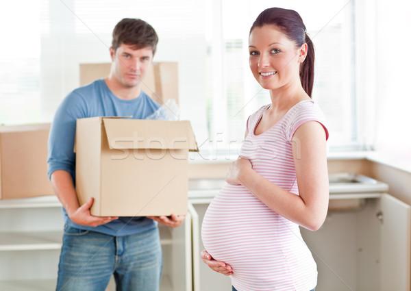 Kobieta w ciąży mąż nowego kuchnia usuwanie patrząc Zdjęcia stock © wavebreak_media