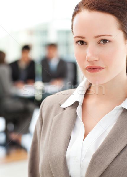 魅力的な 女性実業家 会議 チーム 立って フォアグラウンド ストックフォト © wavebreak_media