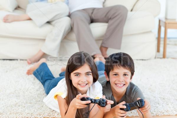 Foto stock: Ninos · jugando · padres · hablar · casa · feliz
