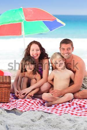 Család esernyő tengerpart mosoly gyerekek szeretet Stock fotó © wavebreak_media