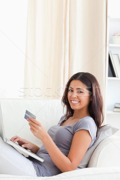 Zdjęcia stock: Cute · kobieta · posiedzenia · sofa · bawialnia