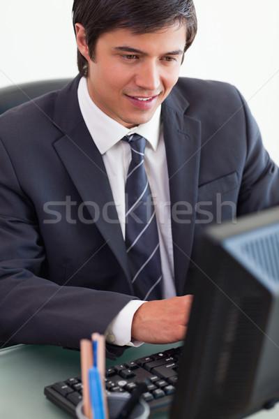 肖像 小さな ビジネスマン 作業 コンピュータ オフィス ストックフォト © wavebreak_media
