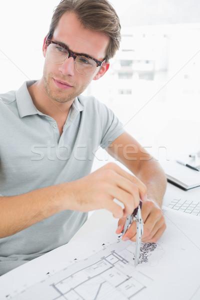 Man kompas ontwerp geconcentreerde jonge man Stockfoto © wavebreak_media