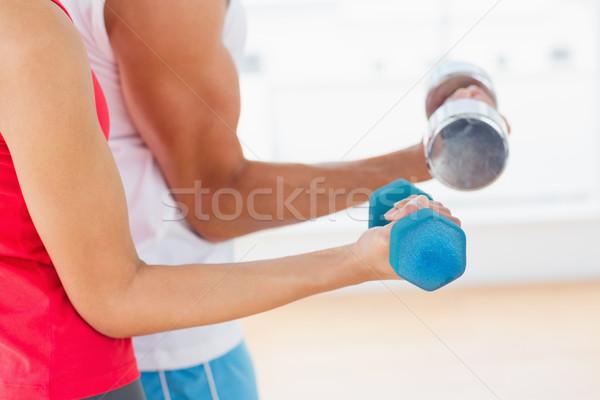Középső rész sportos fiatal pér súlyzók közelkép tornaterem Stock fotó © wavebreak_media